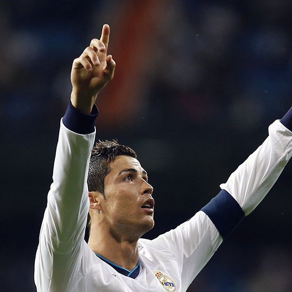 iPapers.co-Apple-iPhone-iPad-Macbook-iMac-wallpaper-hk53-ronaldo-cristiano-real-madrid-soccer-sports-wallpaper