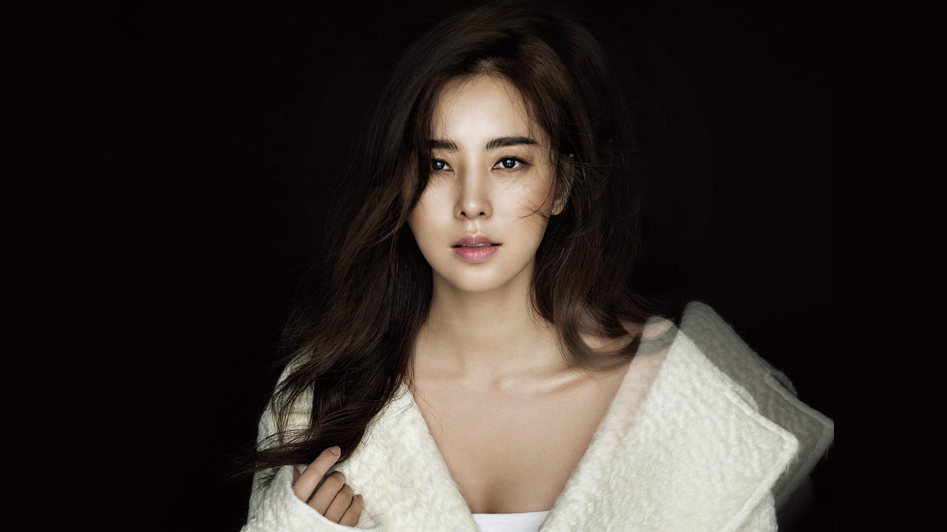 hk69-korean-asian-girl-actress-dark-wallpaper