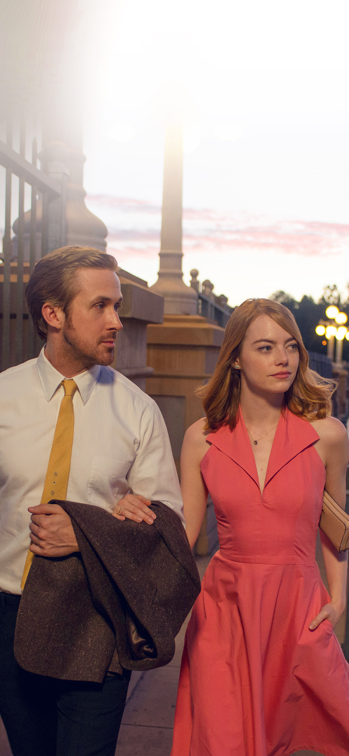 iPhoneXpapers.com-Apple-iPhone-wallpaper-hl40-lalaland-ryan-gosling-emma-stone-red-film