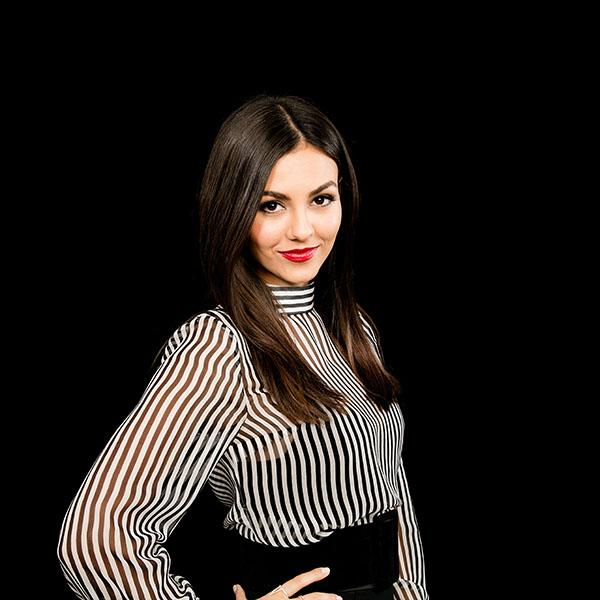 iPapers.co-Apple-iPhone-iPad-Macbook-iMac-wallpaper-hl50-victoria-justice-actress-celebrity-dark-wallpaper