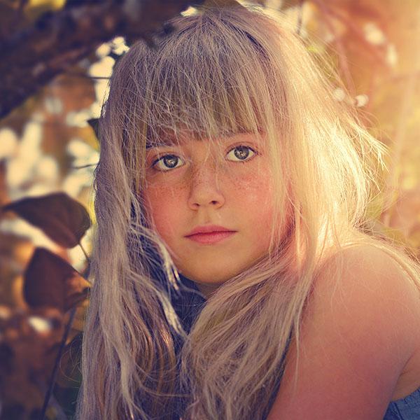 iPapers.co-Apple-iPhone-iPad-Macbook-iMac-wallpaper-hl53-girl-child-blonde-flare-cute-wallpaper