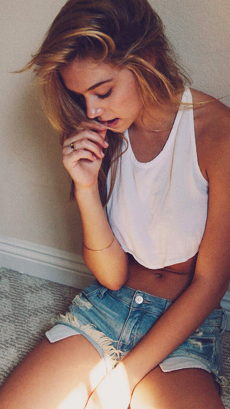 iPhone7papers.com-Apple-iPhone7-iphone7plus-wallpaper-hl55-girl-alexis-ren-beautiful-model-home