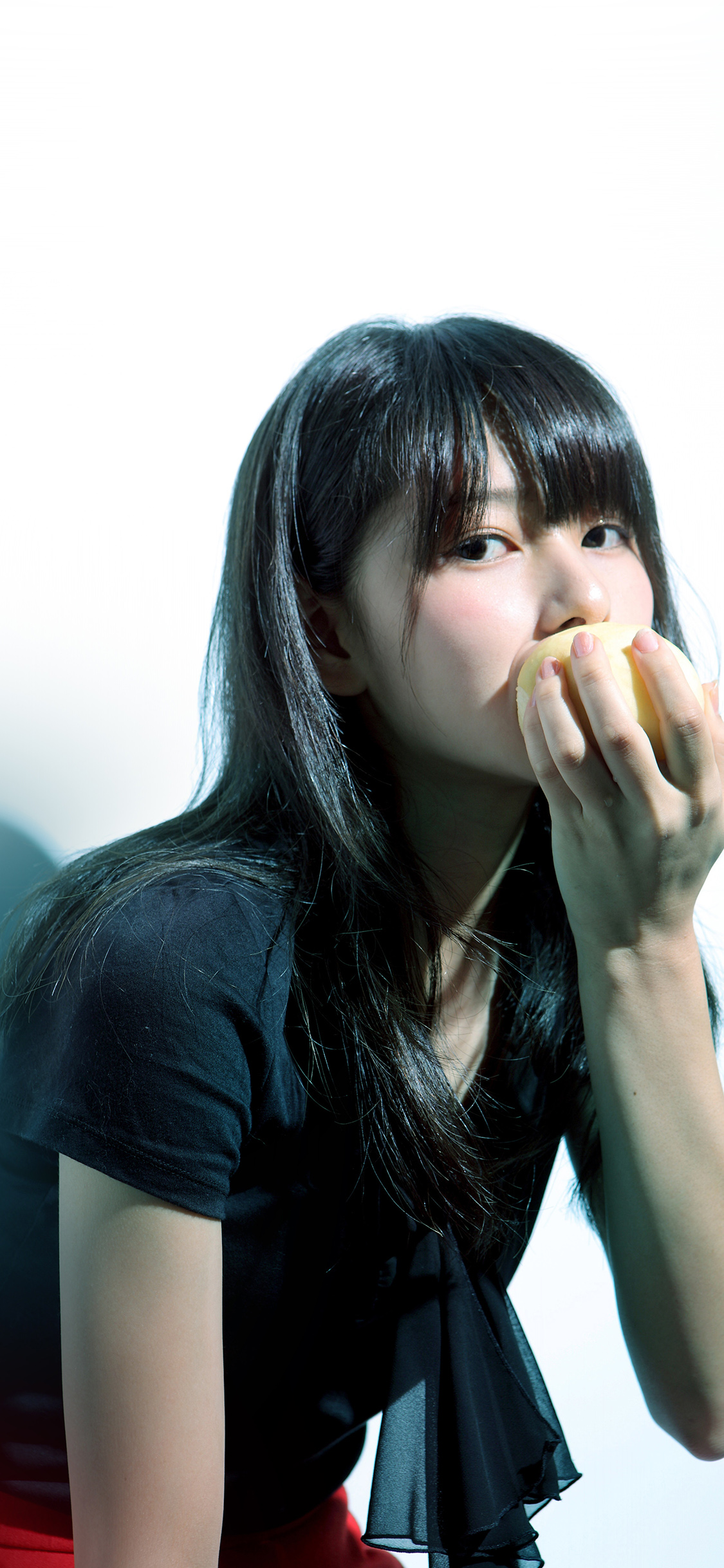 iPhoneXpapers.com-Apple-iPhone-wallpaper-hl60-girl-asian-eating-apple-cute