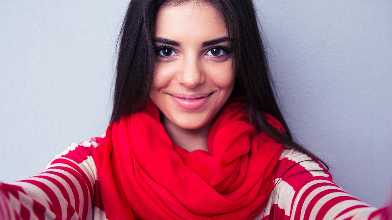 desktop-wallpaper-laptop-mac-macbook-air-hl78-smile-girl-selfie-wallpaper