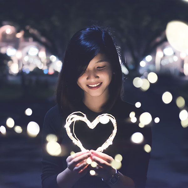 iPapers.co-Apple-iPhone-iPad-Macbook-iMac-wallpaper-hm03-love-girl-light-dark-night-bokeh-wallpaper