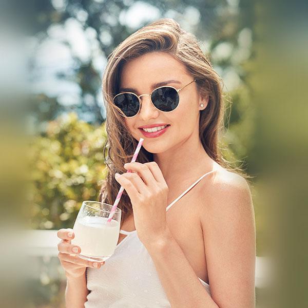 iPapers.co-Apple-iPhone-iPad-Macbook-iMac-wallpaper-hm15-miranda-kerr-spring-drink-sunglasses-wallpaper