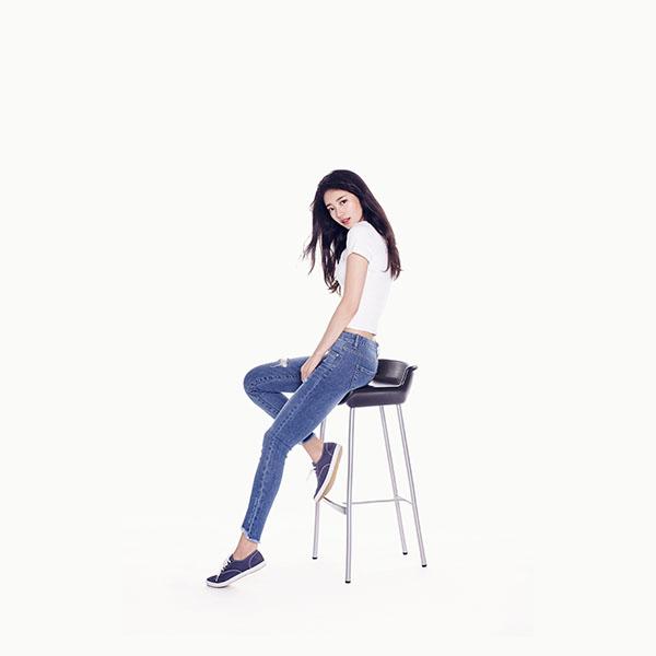 iPapers.co-Apple-iPhone-iPad-Macbook-iMac-wallpaper-hm32-suji-kpop-girl-white-jean-wallpaper