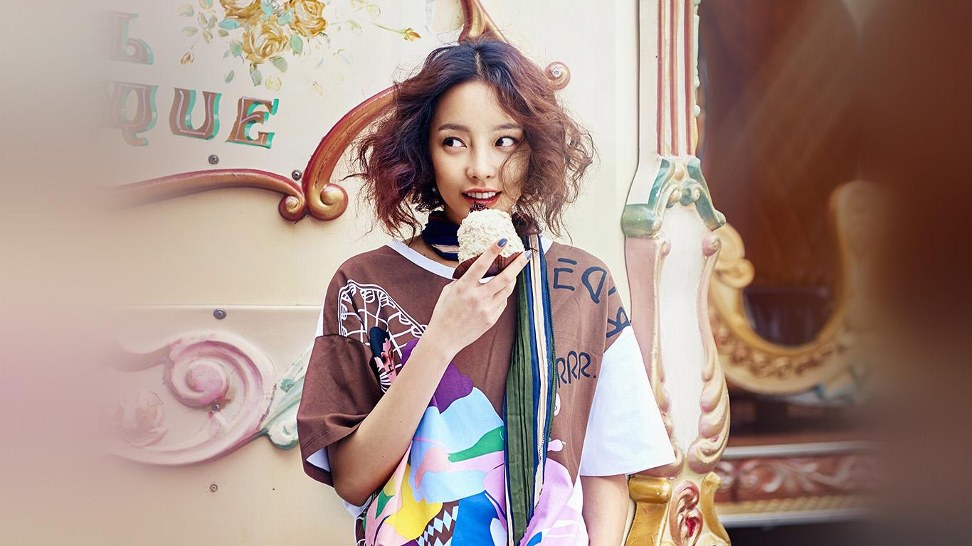 desktop-wallpaper-laptop-mac-macbook-air-hm33-kpop-kuhara-dessert-eating-cute-wallpaper