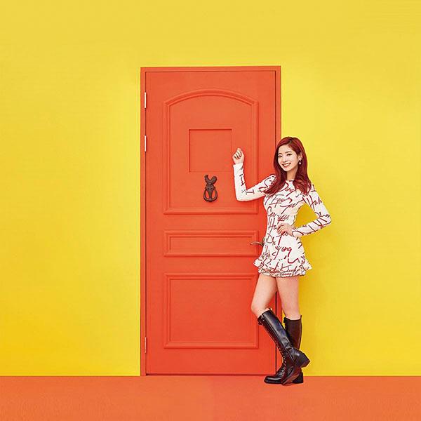 iPapers.co-Apple-iPhone-iPad-Macbook-iMac-wallpaper-hm35-yellow-girl-kpop-twice-orange-wallpaper