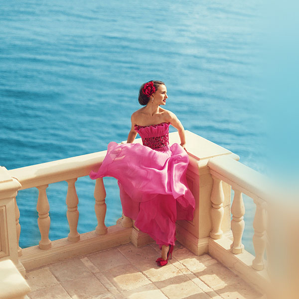 iPapers.co-Apple-iPhone-iPad-Macbook-iMac-wallpaper-hm62-natalie-portman-girl-sea-summer-celebrity-wallpaper