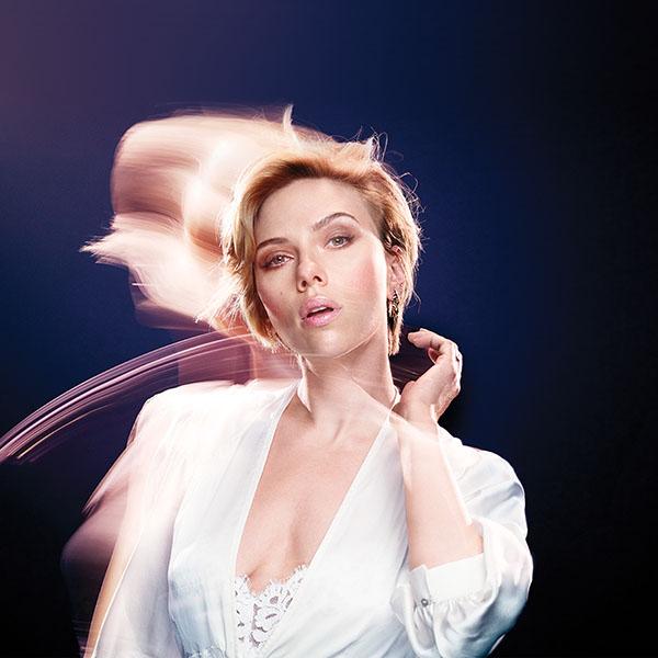 iPapers.co-Apple-iPhone-iPad-Macbook-iMac-wallpaper-hm90-scarlett-johanson-blue-girl-actress-celebrity-wallpaper