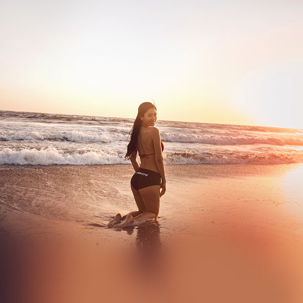 iPapers.co-Apple-iPhone-iPad-Macbook-iMac-wallpaper-hn33-beach-girl-sunset-asian-kpop-summer-wallpaper