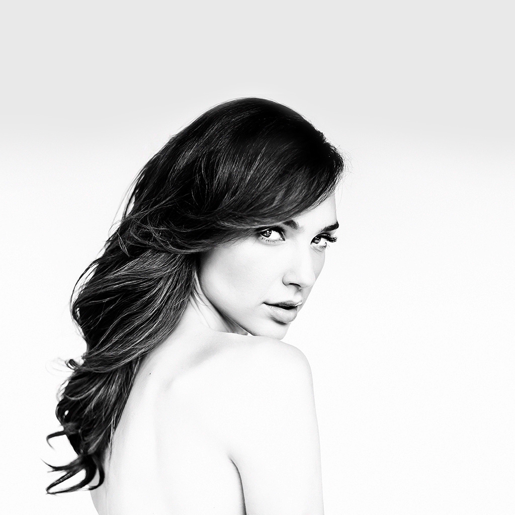 wallpaper-hn43-gal-gadot-girl-film-bw-hero-wallpaper