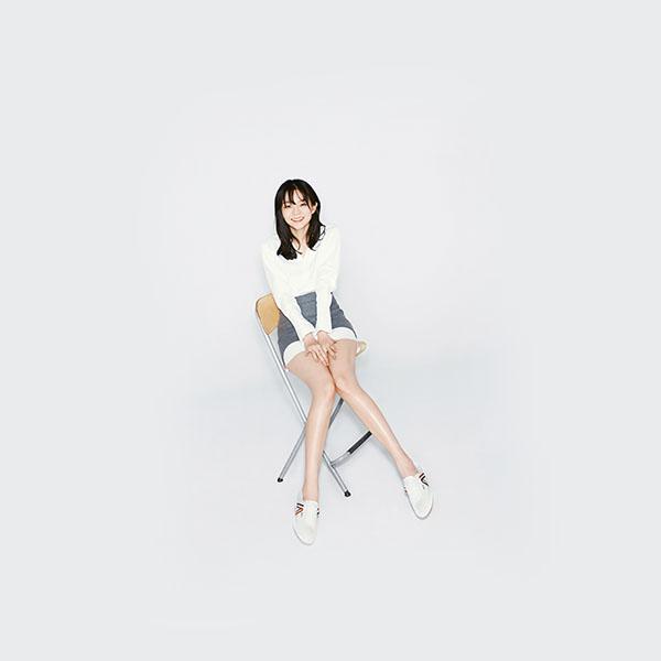 iPapers.co-Apple-iPhone-iPad-Macbook-iMac-wallpaper-hn53-asian-girl-white-chair-wallpaper