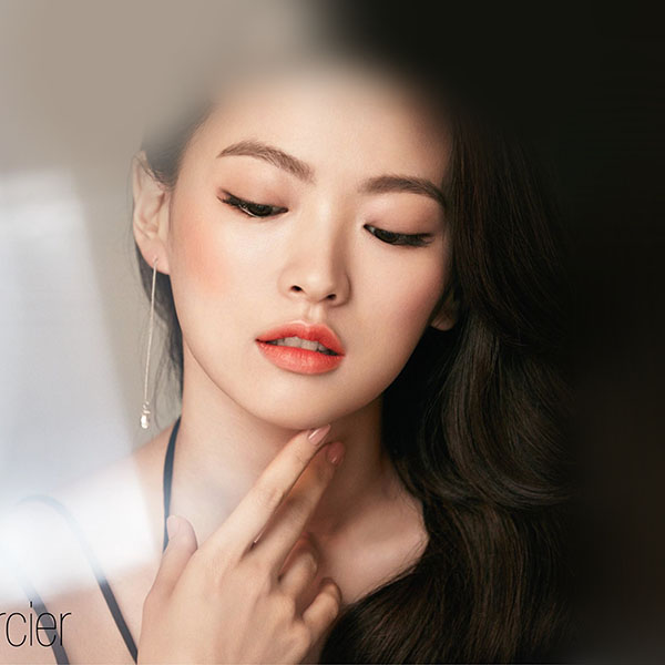 iPapers.co-Apple-iPhone-iPad-Macbook-iMac-wallpaper-hn65-asian-girl-face-dark-dress-wallpaper
