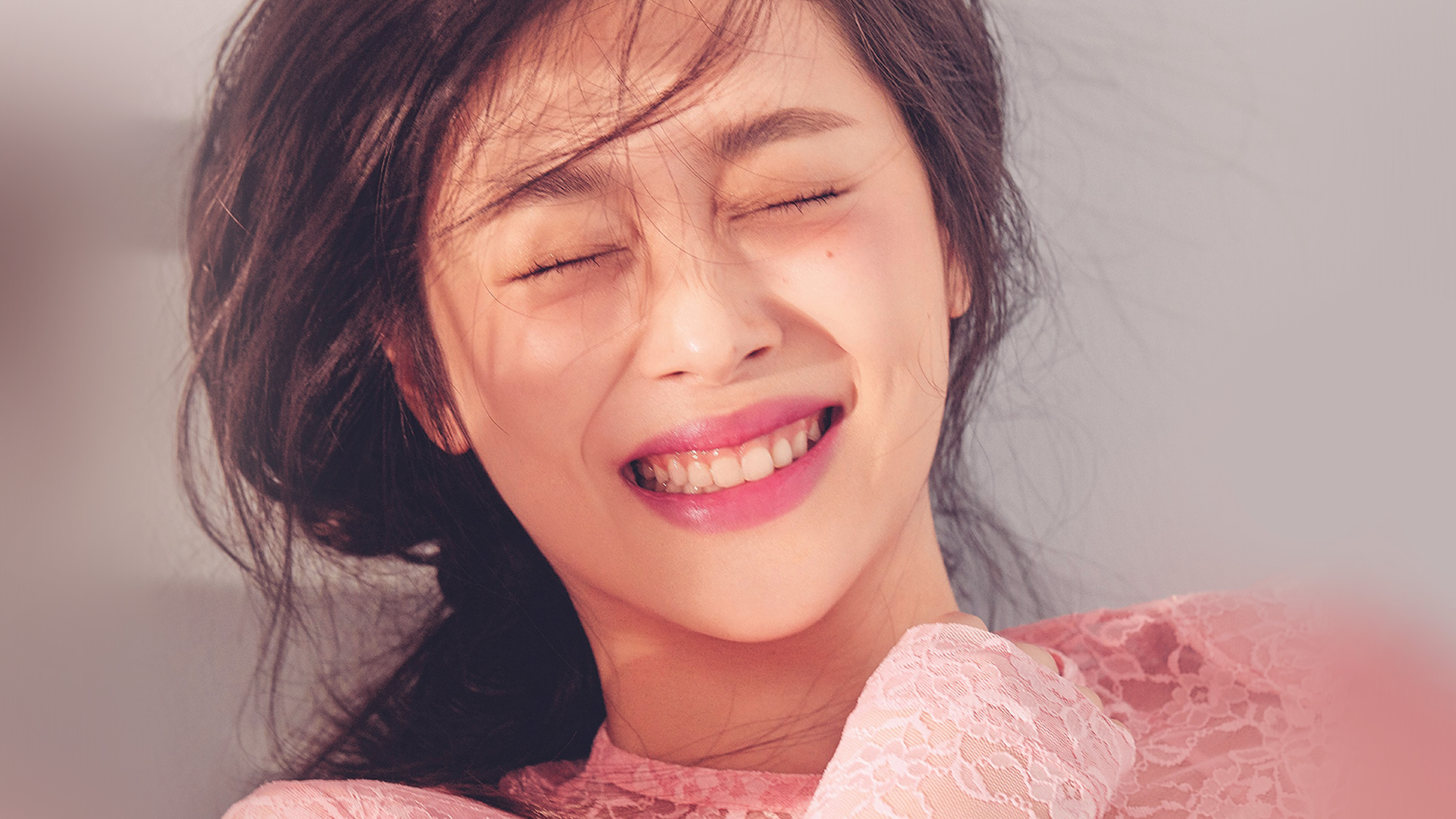 smiling essays Today's post is by a guest blogger, sarah stevenson there's magic in your smile by sarah stevenson sometimes your joy is the source of your smile, but sometimes your smile can be the source of your joy ~thich nhat hanh it's a rough morning first, my alarm doesn't go off then i'm late.