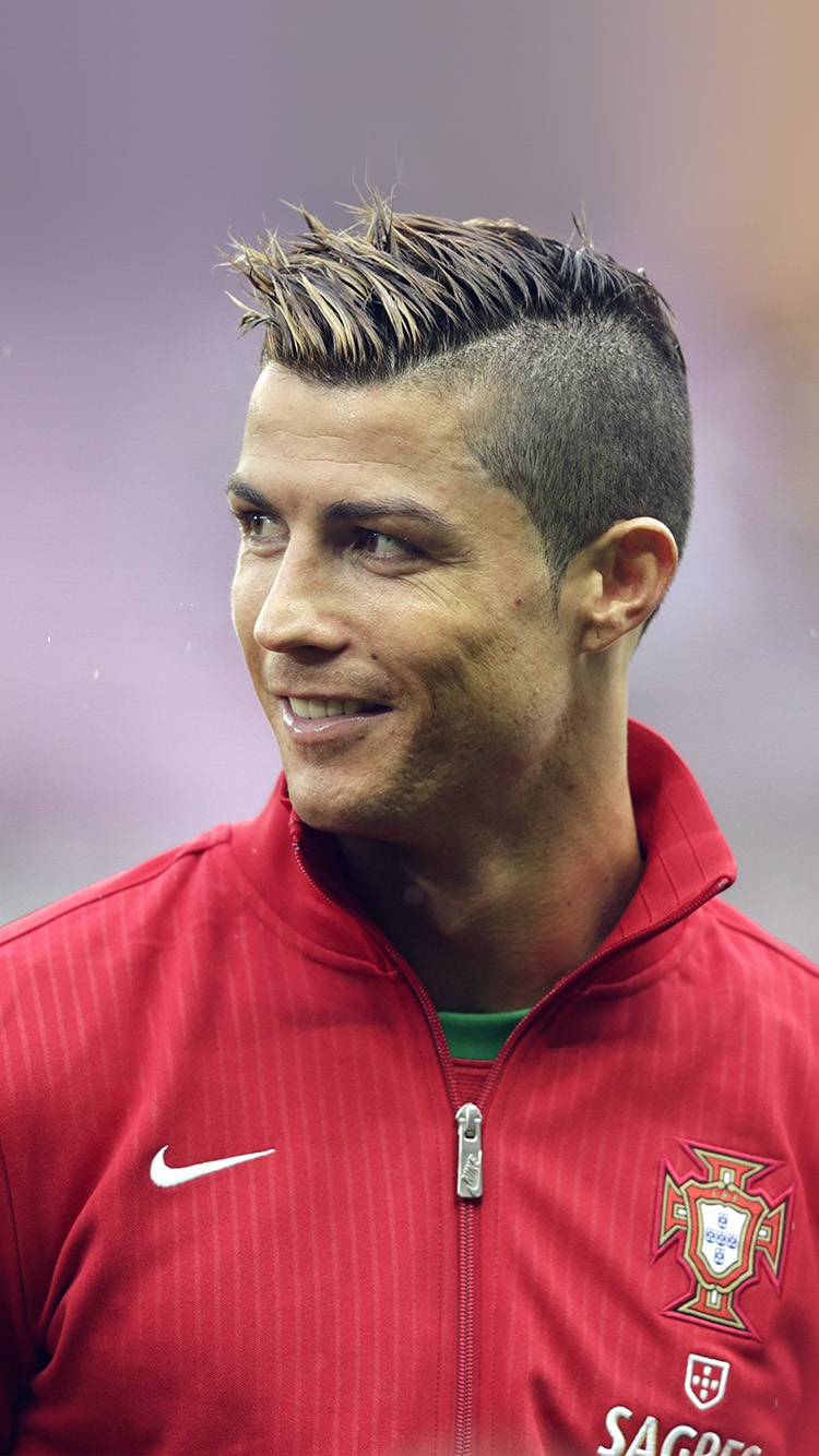 iPhone7papers.com-Apple-iPhone7-iphone7plus-wallpaper-ho13-cristiano-ronaldo-portugal-sports-soccer