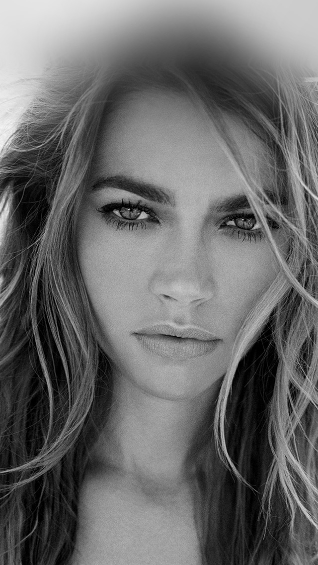 freeios8.com-iphone-4-5-6-plus-ipad-ios8-ho36-denise-richards-bw-girl