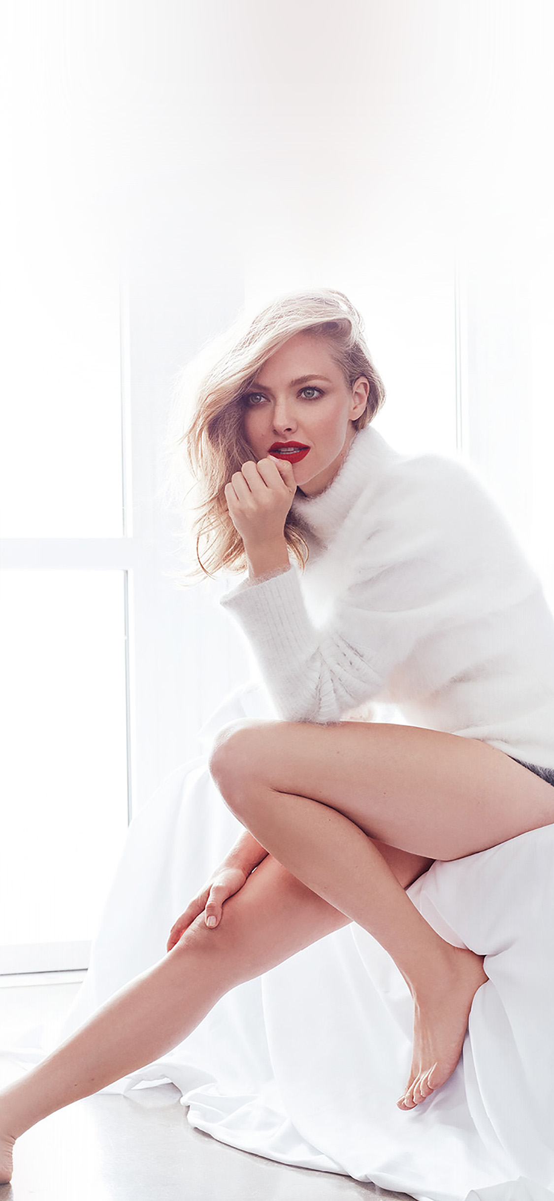 iPhoneXpapers.com-Apple-iPhone-wallpaper-ho37-amanda-seyfried-girl-white