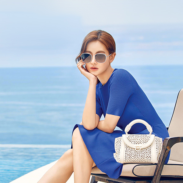 iPapers.co-Apple-iPhone-iPad-Macbook-iMac-wallpaper-ho84-girl-summer-blue-dress-sea-kpop-wallpaper