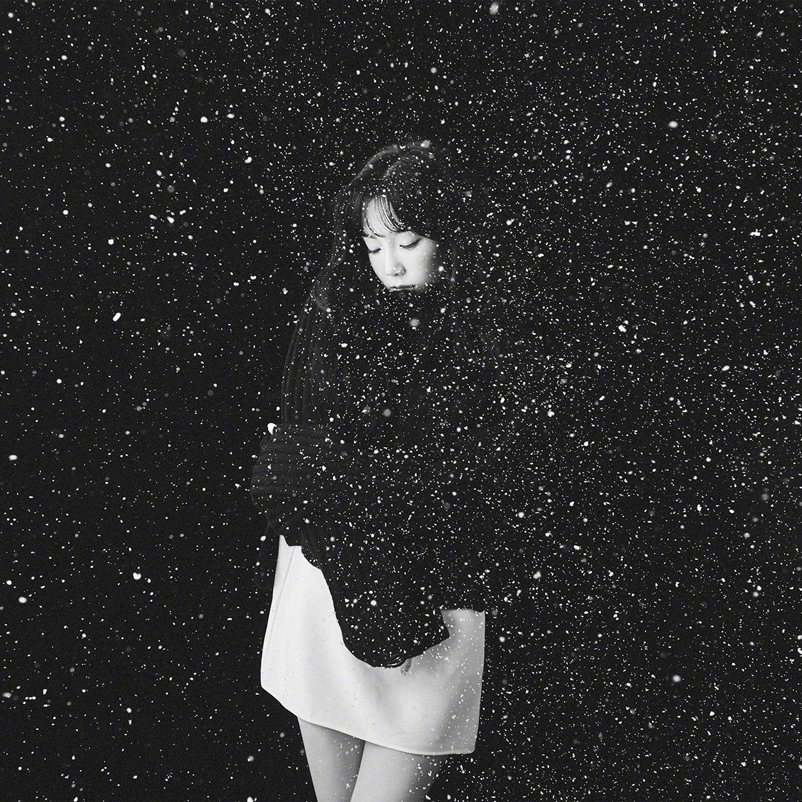 Ho98-snow-girl-snsd-taeyeon-black-bw-kpop-wallpaper
