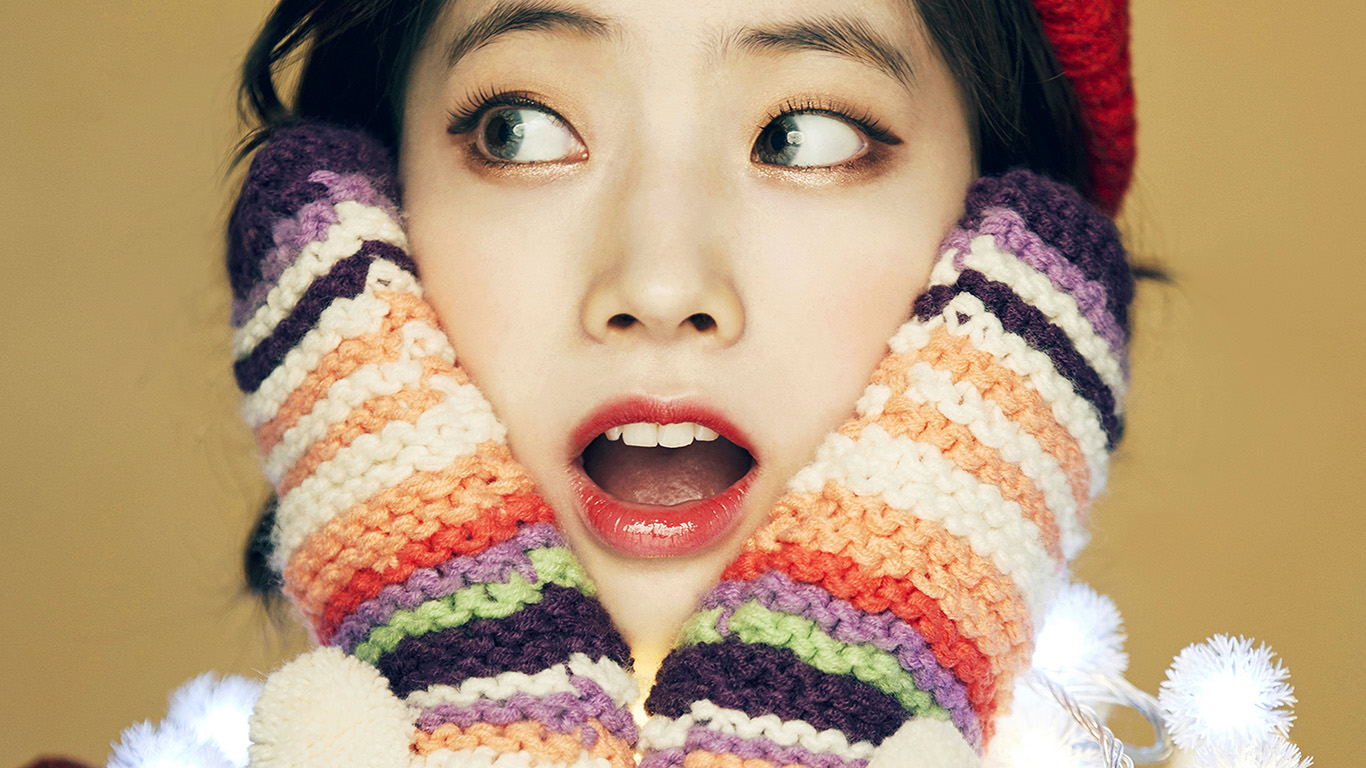 wallpaper-desktop-laptop-mac-macbook-hp21-girl-cute-surprise-kpop-winter-asian