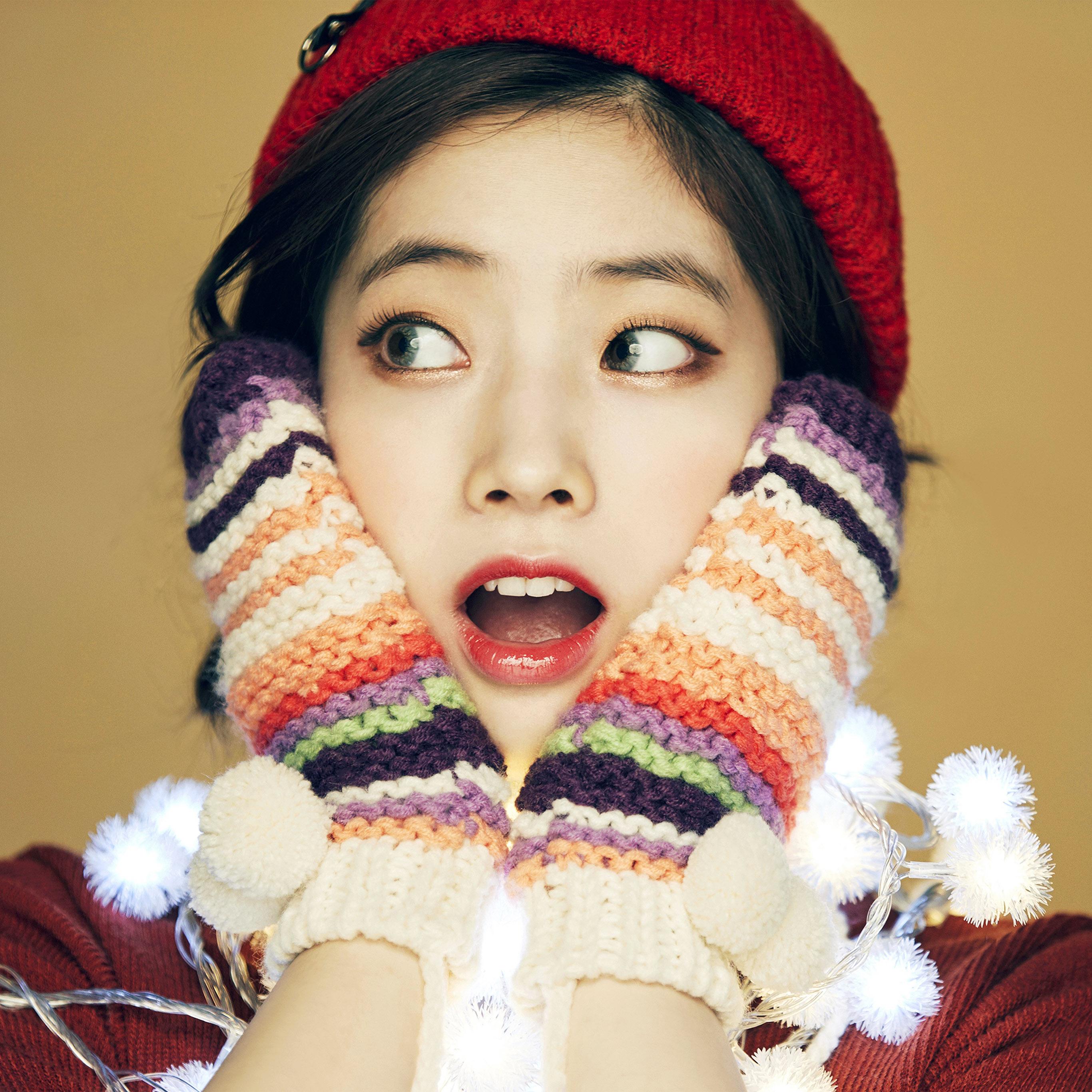 Hp21 Girl Cute Surprise Kpop Winter Asian Wallpaper