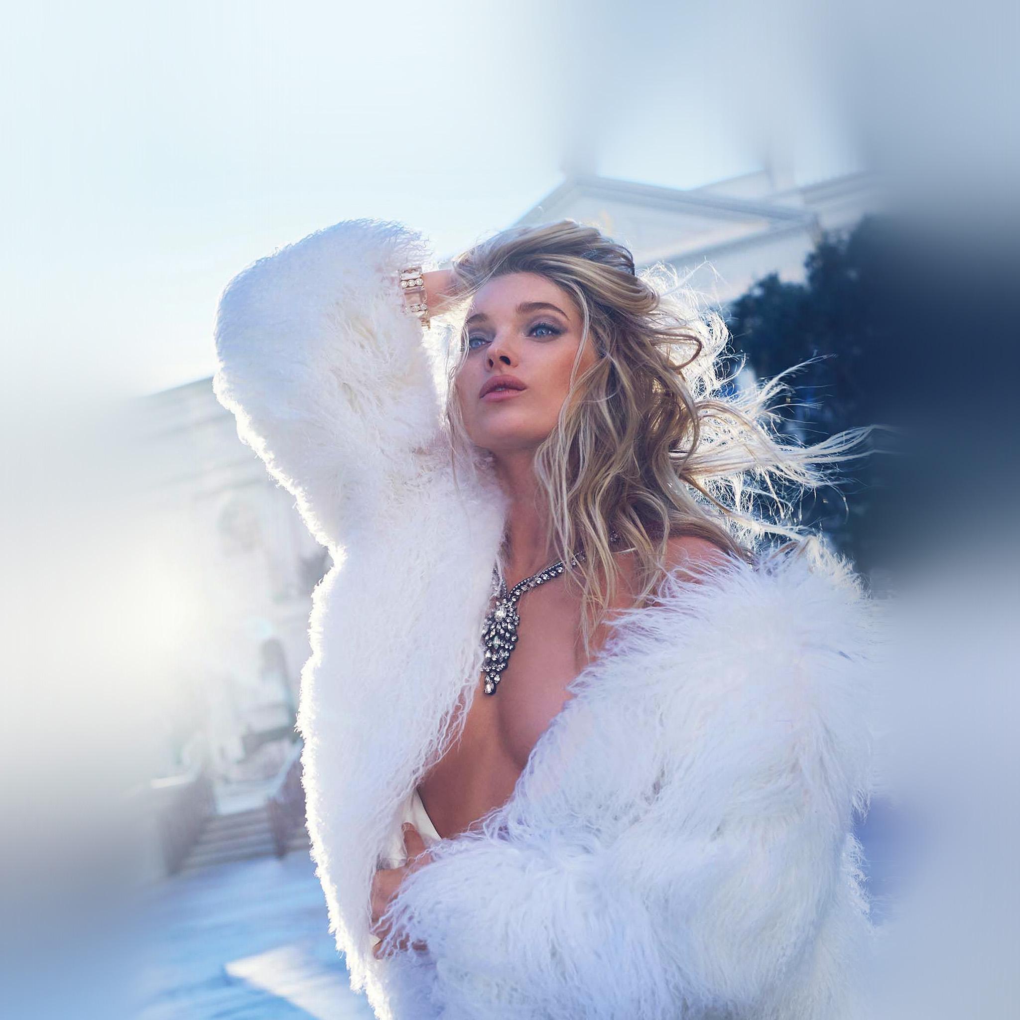 Hp26-girl-model-winter-sexy-wallpaper