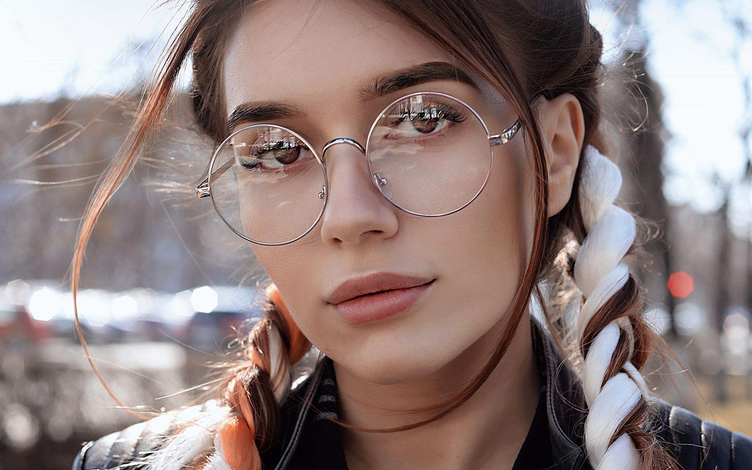 hp49-dua-lipa-girl-glasses-wallpaper