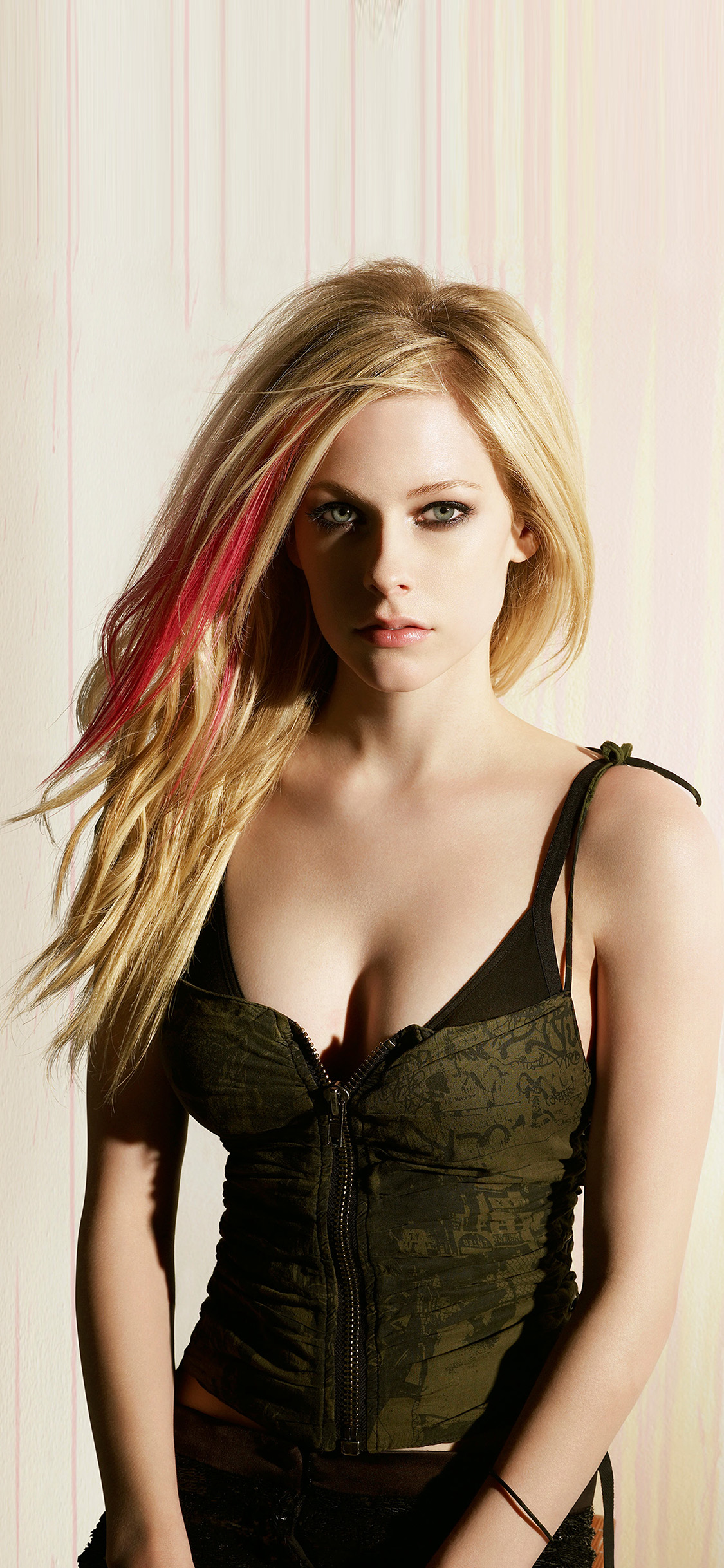 iPhonexpapers.com-Apple-iPhone-wallpaper-hp70-avril-lavigne-girl-celebrity-singer-music