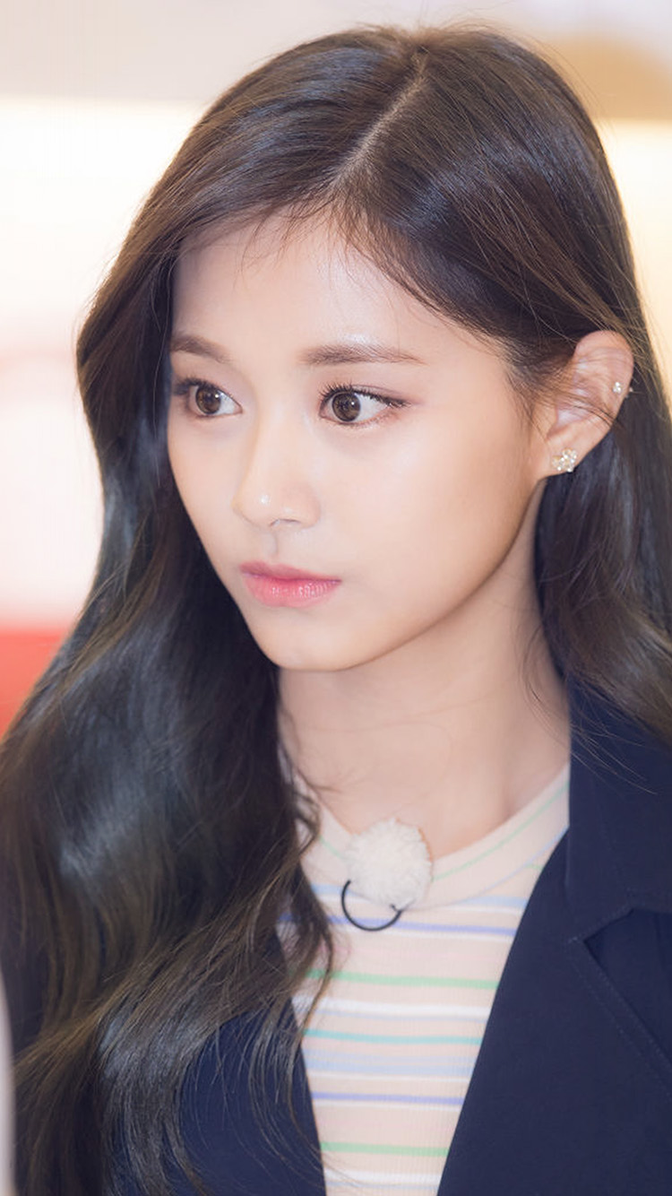 iPhone6papers.co-Apple-iPhone-6-iphone6-plus-wallpaper-hp74-girl-tzuyu-kpop-twice-asian-celerity