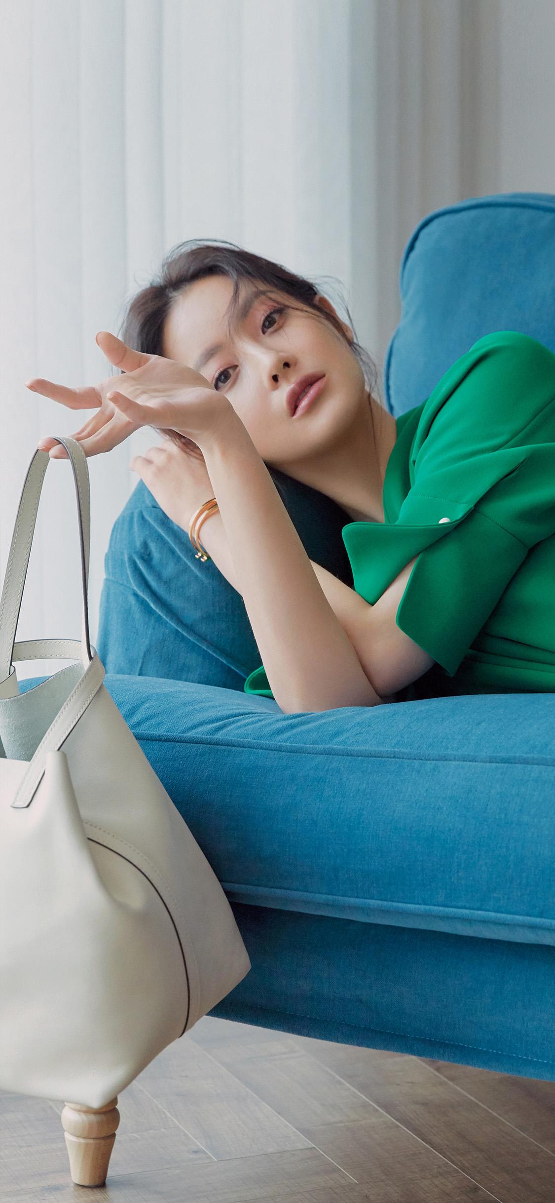 iPhonexpapers.com-Apple-iPhone-wallpaper-hp87-asian-girl-green-bag-ad