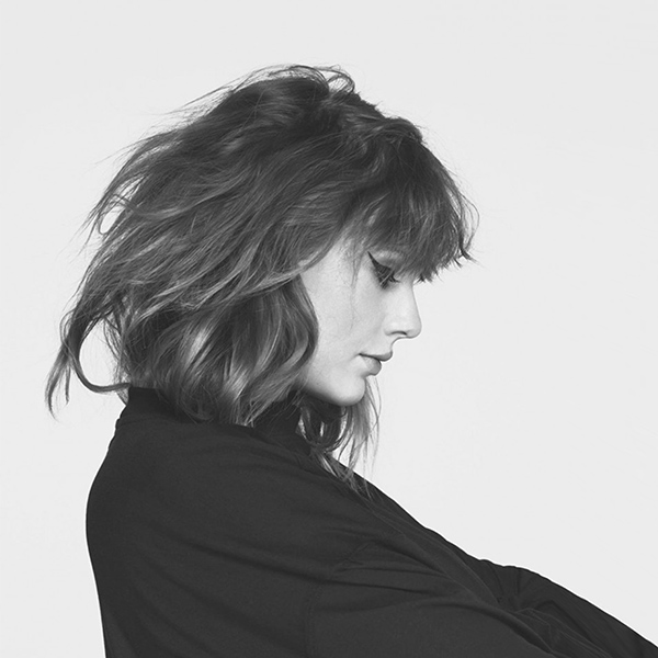 iPapers.co-Apple-iPhone-iPad-Macbook-iMac-wallpaper-hq14-taylor-swift-girl-singer-femail-bw-music-wallpaper