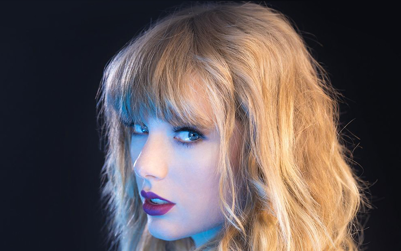 hq22-taylor-swift-blue-sexy-singer-wallpaper