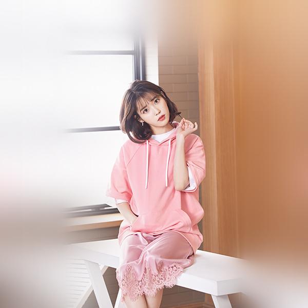 iPapers.co-Apple-iPhone-iPad-Macbook-iMac-wallpaper-hq31-iu-girl-pink-kpop-singer-asian-celebrity-music-wallpaper