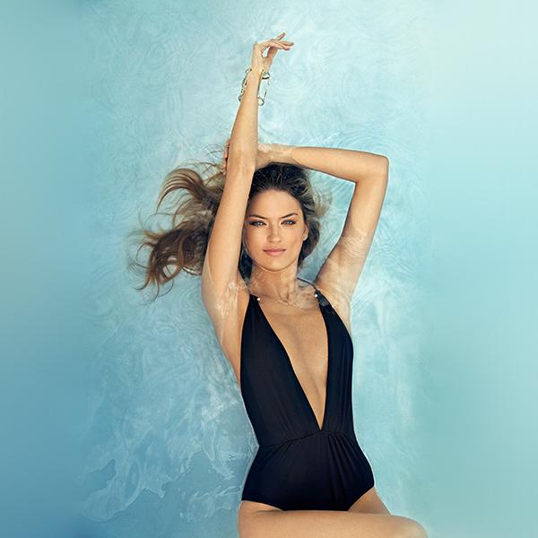 iPapers.co-Apple-iPhone-iPad-Macbook-iMac-wallpaper-hq50-girl-swim-bikini-summer-cute-smile-wallpaper