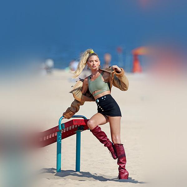 iPapers.co-Apple-iPhone-iPad-Macbook-iMac-wallpaper-hq56-martha-hunt-girl-beach-summer-blonde-wallpaper