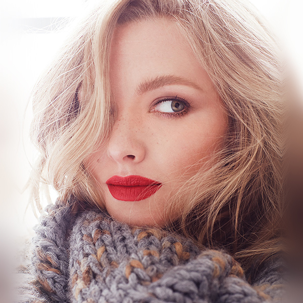 iPapers.co-Apple-iPhone-iPad-Macbook-iMac-wallpaper-hq67-amanda-seyfried-russia-cold-winter-girl-wallpaper