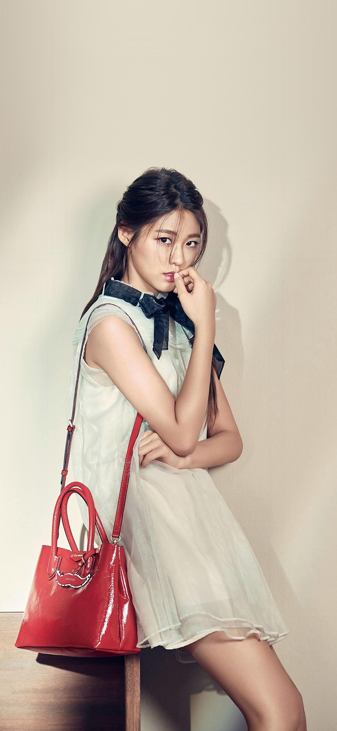 iPhonexpapers.com-Apple-iPhone-wallpaper-hq73-kpop-girl-sulhyun-red-bag