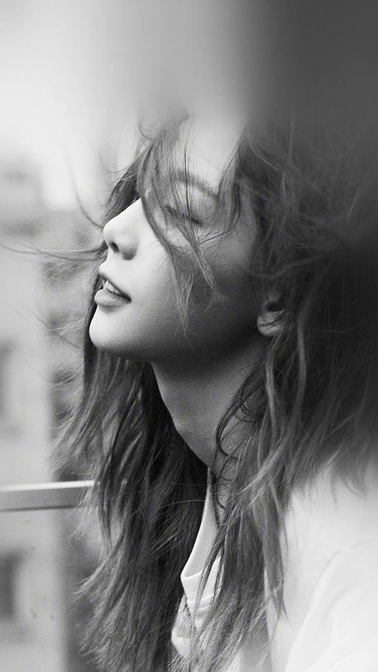 iPhone7papers.com-Apple-iPhone7-iphone7plus-wallpaper-hq74-taeyeon-girl-kpop-bw-dark