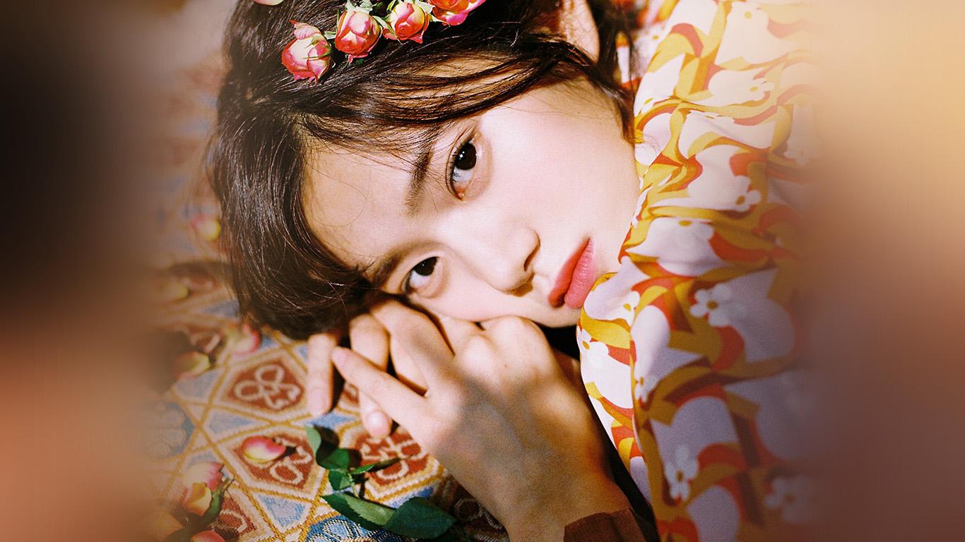 desktop-wallpaper-laptop-mac-macbook-air-hr04-girl-flower-lying-summer-kpop-wallpaper