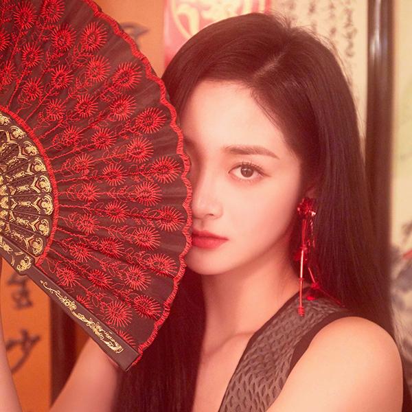 iPapers.co-Apple-iPhone-iPad-Macbook-iMac-wallpaper-hr19-girl-asian-kpop-red-fan-wallpaper
