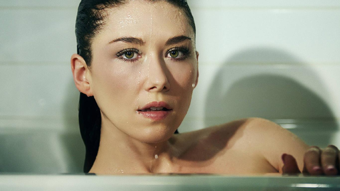 desktop-wallpaper-laptop-mac-macbook-air-hr31-girl-shower-wallpaper