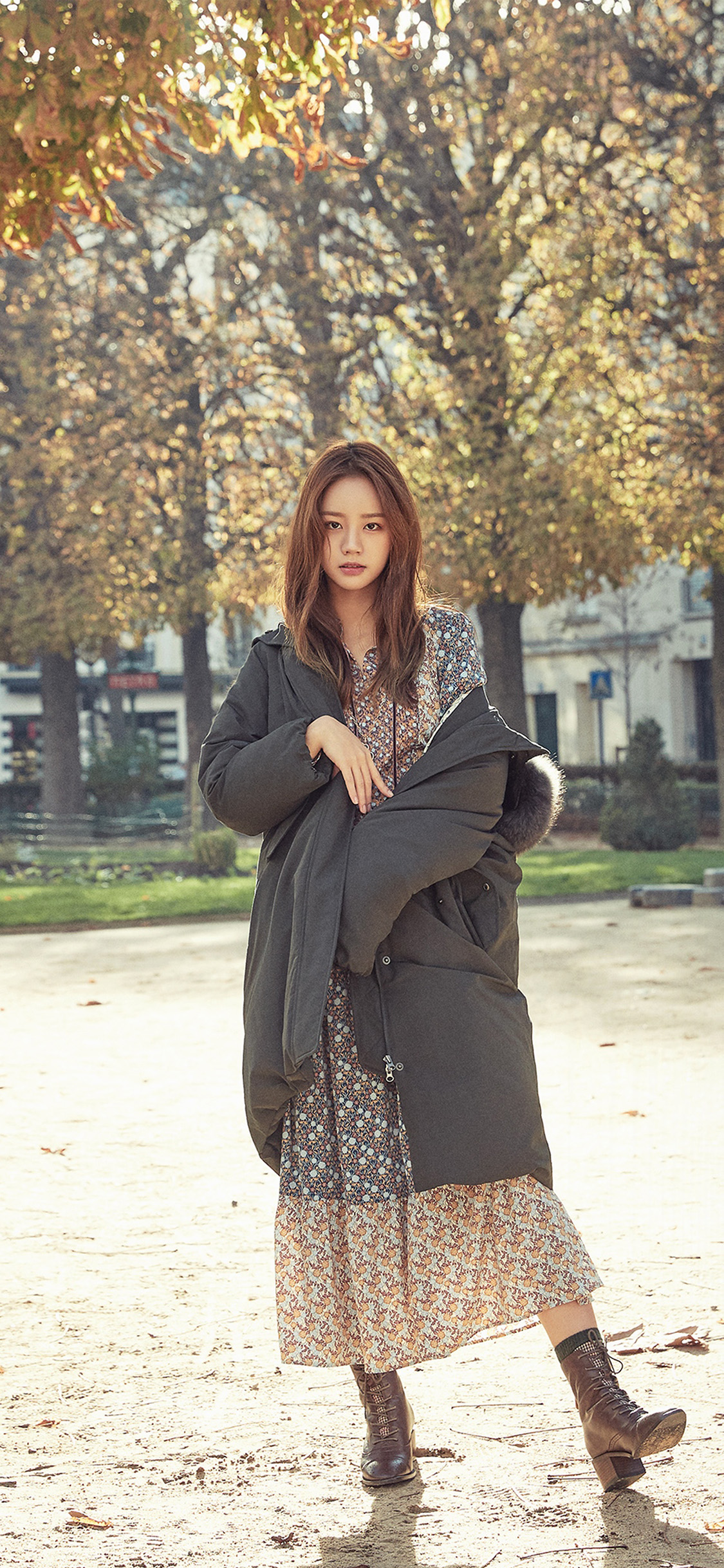 iPhonexpapers.com-Apple-iPhone-wallpaper-hr55-kpop-girl-hyeri-girlsday-fall-tree-autumn