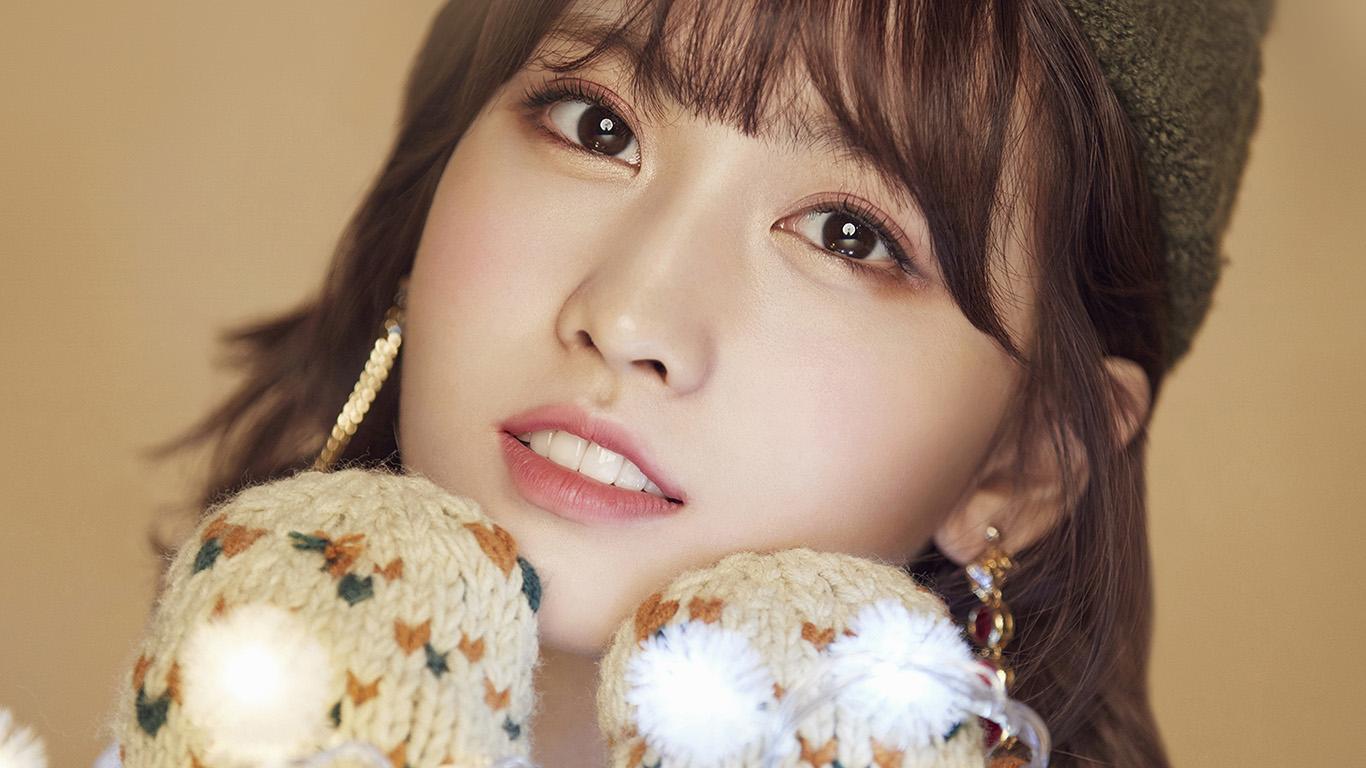 Hr68 Twice Girl Cute Winter Face Momo Wallpaper