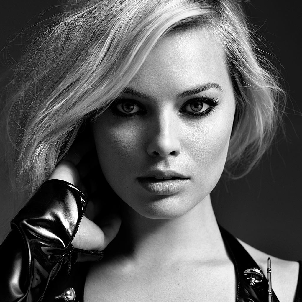 wallpaper-hr76-girl-face-margot-robbie-face-bw-dark-wallpaper