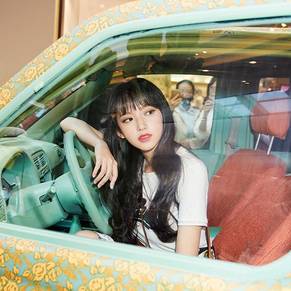 iPapers.co-Apple-iPhone-iPad-Macbook-iMac-wallpaper-hs29-kpop-girl-sungso-wooju-car-wallpaper
