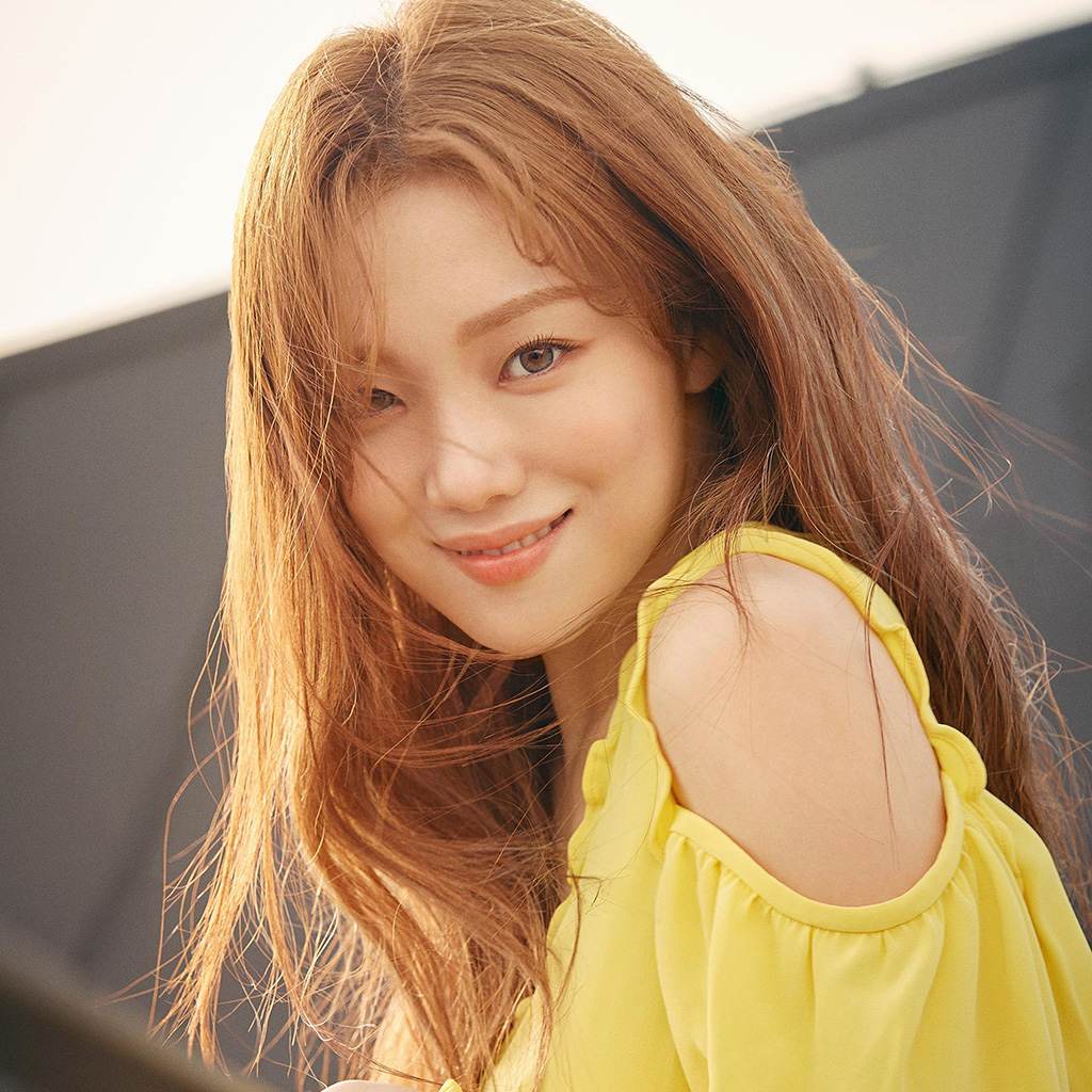android-wallpaper-hs30-girl-kpop-yellow-smile-wallpaper