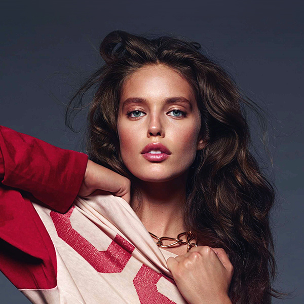 iPapers.co-Apple-iPhone-iPad-Macbook-iMac-wallpaper-hs33-emily-didonato-girl-model-red-beauty-wallpaper