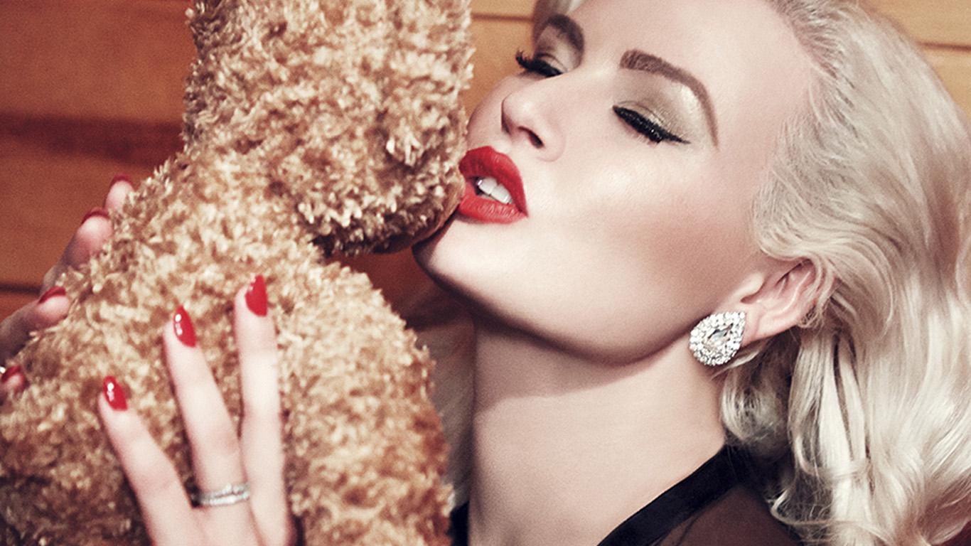 desktop-wallpaper-laptop-mac-macbook-air-hs42-doll-blonde-lips-beauty-girl-model-wallpaper
